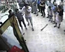 Photo of Զարմանահրաշ պահ. մարդն ընկնում է հյուրանոցի 5-րդ հարկի պատուհանից եւ կենդանի է մնում