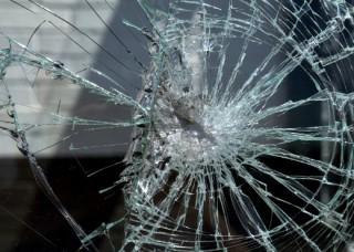 Գորիս-Կապան ճանապարհահատվածի 5-րդ կմ-ում՝ «ԿամԱԶ» մակնիշի ավտոմեքենան դուրս է եկել ճանապարհի երթևեկելի հատվածից և բախվել շինության պատին. վարորդը տեղափոխվել է հիվանդանոց