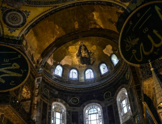 Photo of Խաչերը թաքցնող հայերը, կաթոլիկ հոգևորականների սպանությունները. ինչպե՞ս են Թուրքիայում գոյատևում  քրիստոնյաները. BBC