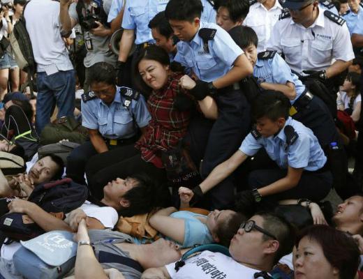 Photo of Հոնկոնգում ցուցարարների ու ոստիկանների միջև նոր բախումներ են գրանցվել. կան տասնյակ ձերբակալվածներ