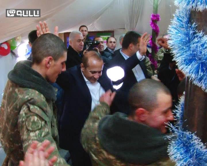 Photo of Չնայած բարձրաստիճան հյուրերի ներկայությանը, զինվորները ոչ մի վայրկյան զգոնությունը չէին թուլացնում