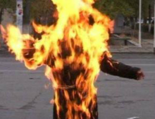 Photo of Ինչպես է ազերի վարորդն այրում ճանապարհային ոստիկանին