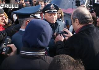 Գյումրեցիների բողոքի ցույցի տեսագրությունը՝ ՌԴ հյուպատոսարանի, Շիրակի մարզպետարանի եւ դատախազության շենքի դիմաց