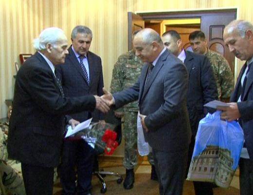 Photo of ԼՂՀ ՊԲ զինվորականներն այցելել են Հայրենական մեծ պատերազմի վետերաններին