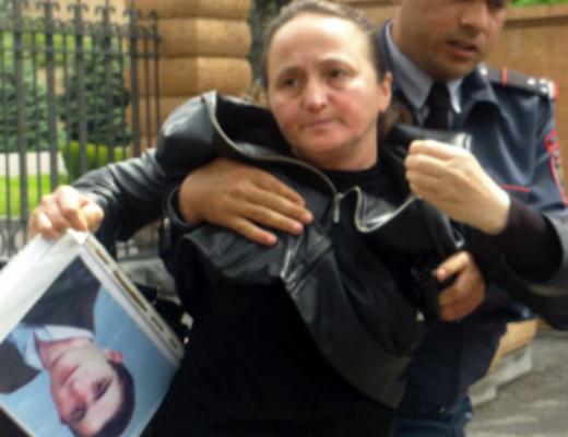Photo of Բողոքի ակցիա՝ ի պաշտպանություն բռնությունների ենթարկված սևազգեստ մայրերի