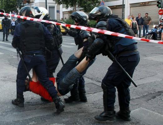 Photo of Աթենքում զանգվածային ցույցեր են. ոստիկանությունն ուժ է կիրառել