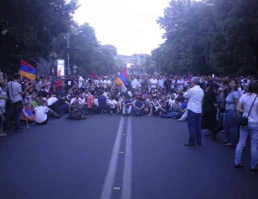 Photo of Իրազեկման երթի մասնակիցները միացան Բաղրամյան պողոտայի ցուցարարներին