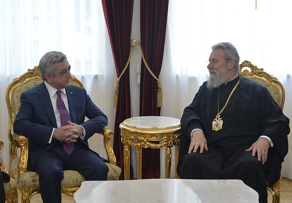 Photo of Սերժ Սարգսյանը հանդիպում է ունեցել Համայն Կիպրոսի Արքեպիսկոպոսի և կիպրահայ համայնքի ներկայացուցիչների հետ