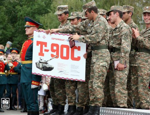 Photo of Сертификат на танк Т-90С — Армении, танки — Азербайджану. Минобороны РФ до сих пор не предоставило Армении приз «Танкового биатлона-2014»
