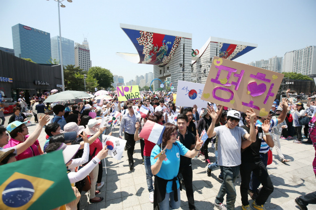 World youths march for peace at IPYG Walk Festival in Seoul, Korea (1)