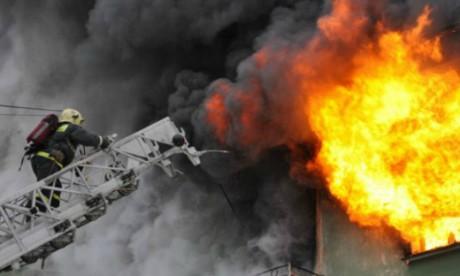 poryadka-30-chelovek-evakuirovany-iz-goryaschego-administrativnogo-zdaniya-v-moskve_1