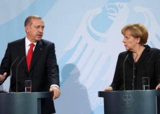 Angela+Merkel+Erdogan+Meets+Merkel+Berlin+L0EuDyspuaBl
