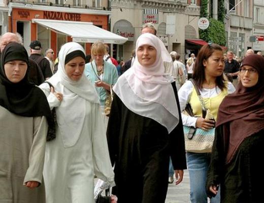 571886cf55512_muslimseurope630