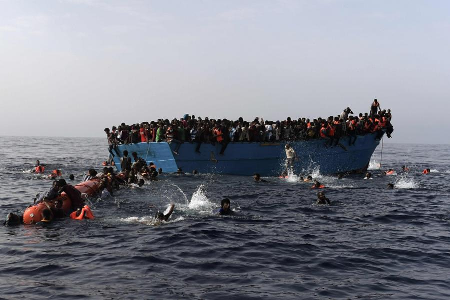 migrants-floats-on-Libya-sea