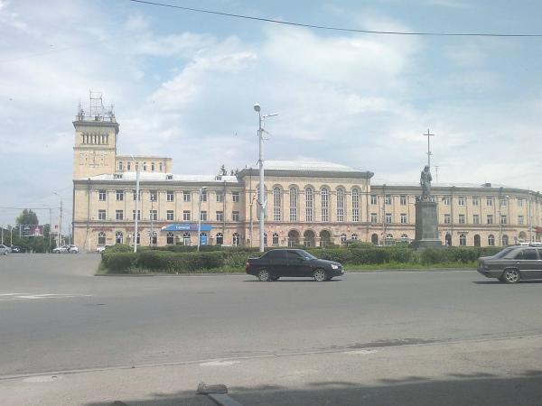 1280px-Gyumrii_Ankaxutyan_hraparak_02