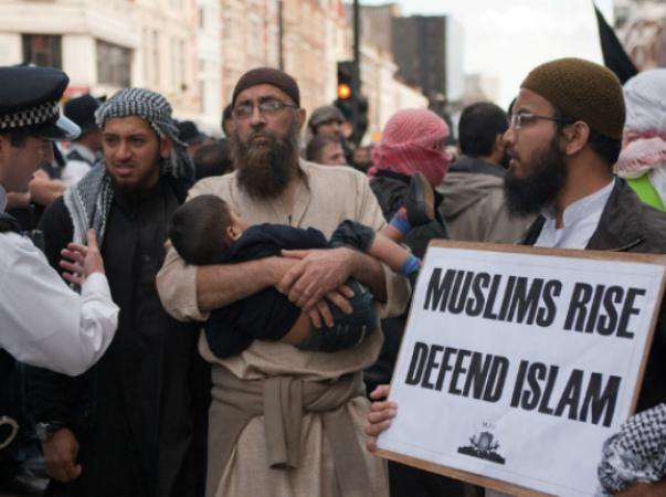 20131113_MUSLIMS_LONDON_ENGLAND_largeb