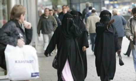 Muslim-women-wearing-burkas-in-Munich-695134