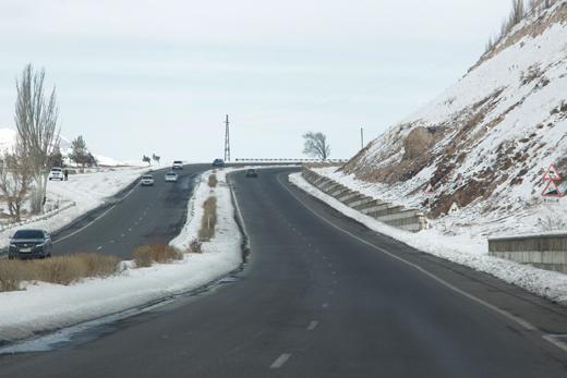 Photo of Արագածի տարածաշրջանում, Սպիտակ, Վանաձոր քաղաքներում ձյուն է տեղում. Լարսը փակ է բեռնատարների համար