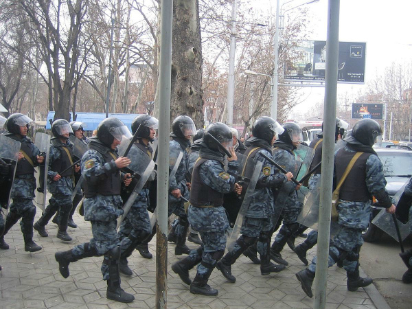1200px-Armenian_Presidential_Elections_2008_Protest_Day_11_-_Opera_Square_riot_police