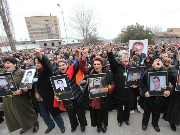 Photo of Դատապարտում ենք մեր զավակների արյան վրա Քոչարյանի համար դիվիդենտներ հավաքելու  անամոթ փորձերը. զոհերի հարազատների հայտարարությունը