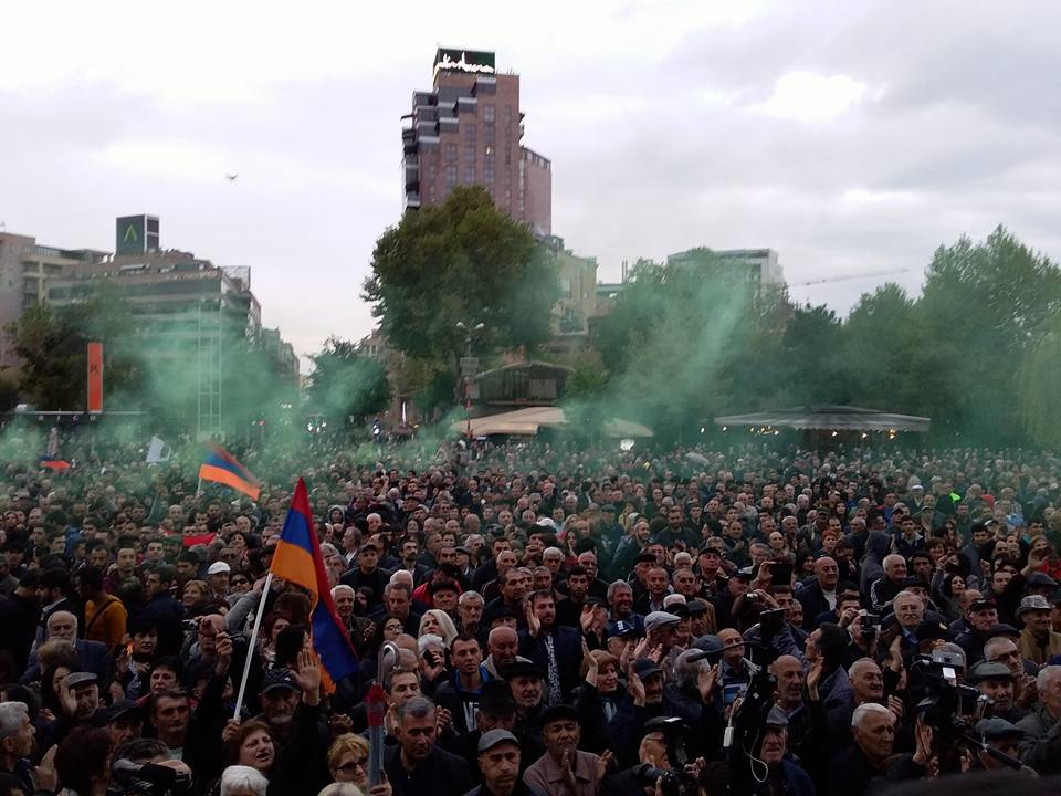 Photo of Վերցնել Ֆրանսիայի հրապարակը, իսկ վաղը՝ ՀՀԿ-ի գրասենյակը. Բողոքի երթ