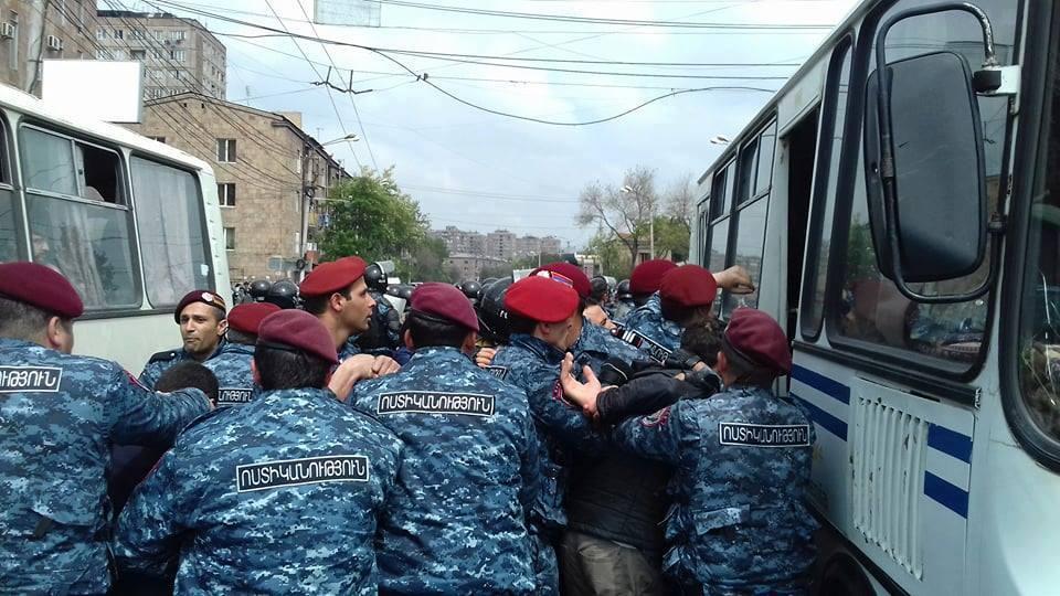 Photo of Ապրիլյան ցույցերի ժամանակ բերման է ենթարկվել աննախադեպ թվով՝ 1236 քաղաքացի