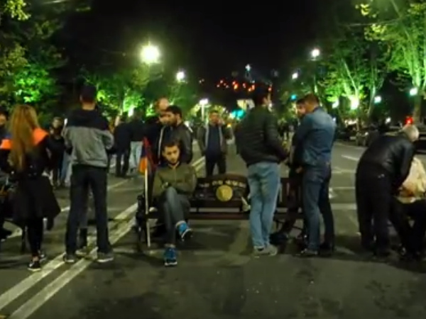 Photo of Գիշերը Ֆրանսիայի հրապարակում
