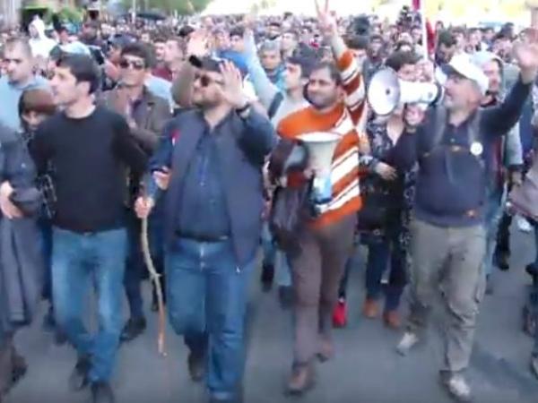 Photo of Բողոքի երթ, այնուհետ հանրահավաք Ֆրանսիայի հրապարակում