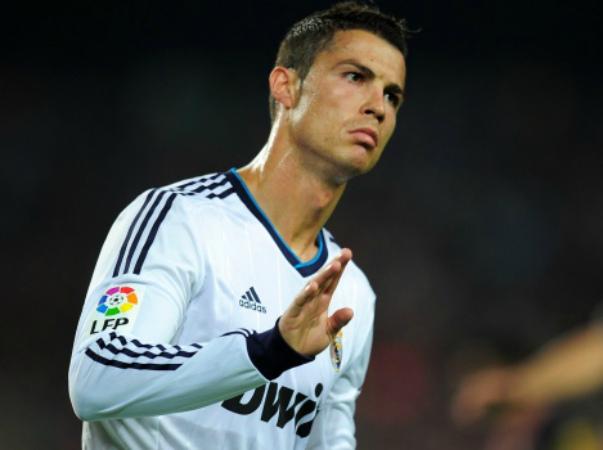 cristiano-ronaldo-gesticula-apos-marcar-gol-para-o-real-madri-no-classico-contra-o-barcelona-1349643574055_1920x1080