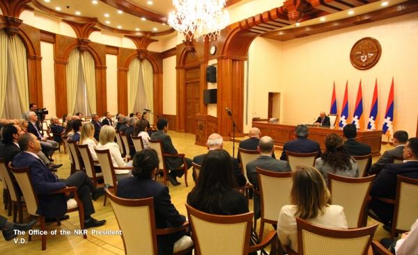 Photo of Բակո Սահակյանն ընդունել է ԱՄՆ հայ իրավաբանների միության պատվիրակությանը