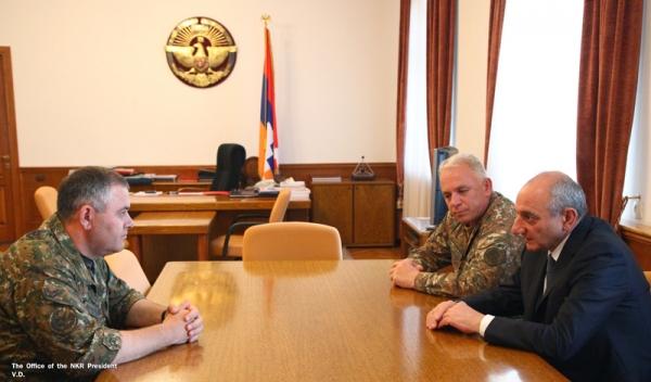 Photo of Բակո Սահակյանն ընդունել է ՀՀ զինված ուժերի գլխավոր շտաբի պետ Արտակ Դավթյանին