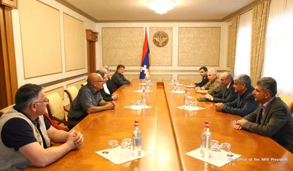 Photo of Բակո Սահակյանն ընդունել է Հայաստանի Ազգային հերոս, Արցախի հերոս Մոնթե Մելքոնյանի հարազատներին