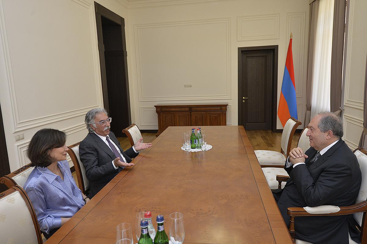 Photo of Նախագահ Արմեն Սարգսյանն ընդունել է Սեմ եւ Սիլվա Սիմոնյաններին