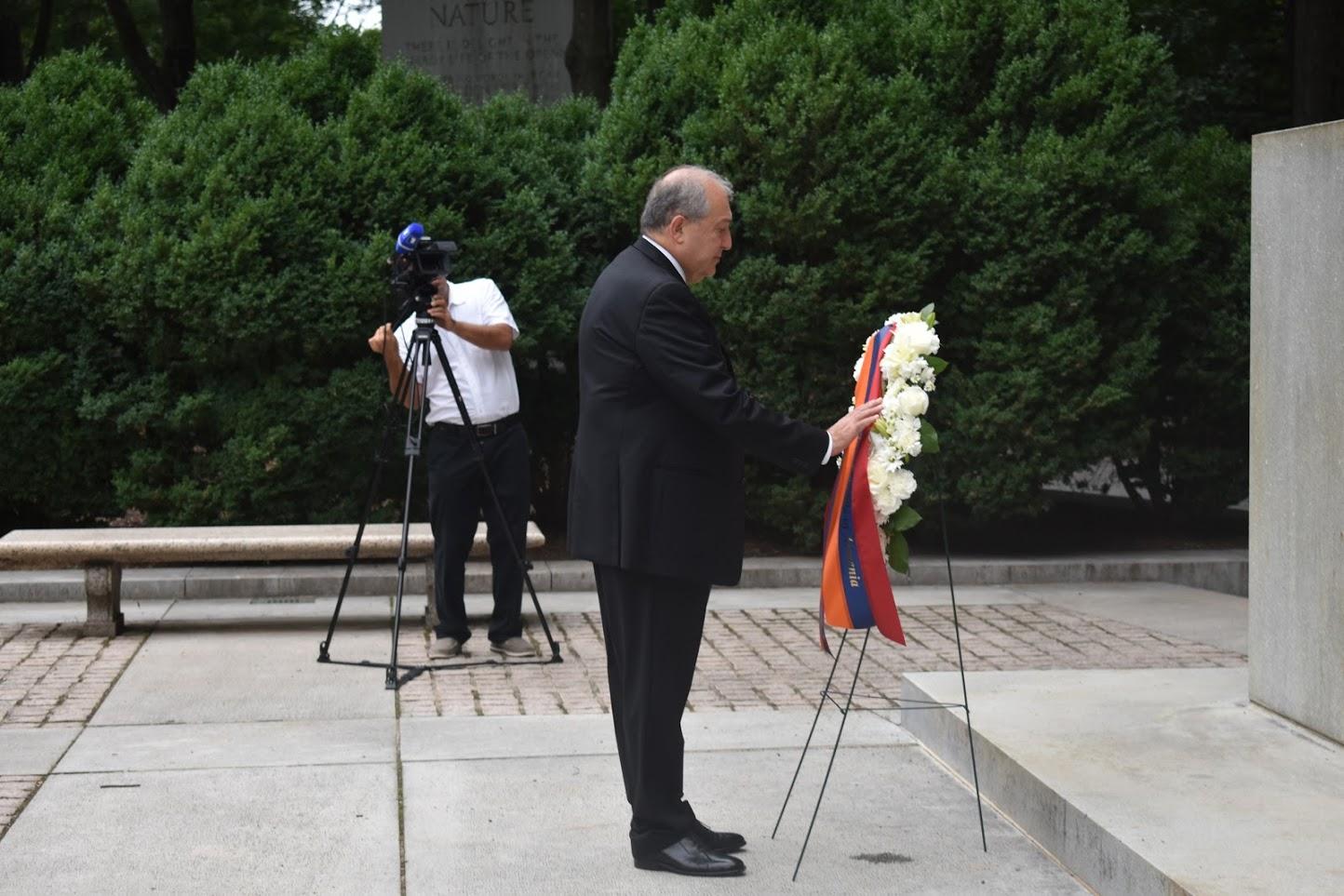 Photo of Նախագահ Արմեն Սարգսյանը հարգանքի տուրք է մատուցել Թեոդոր Ռուզվելտի հիշատակին