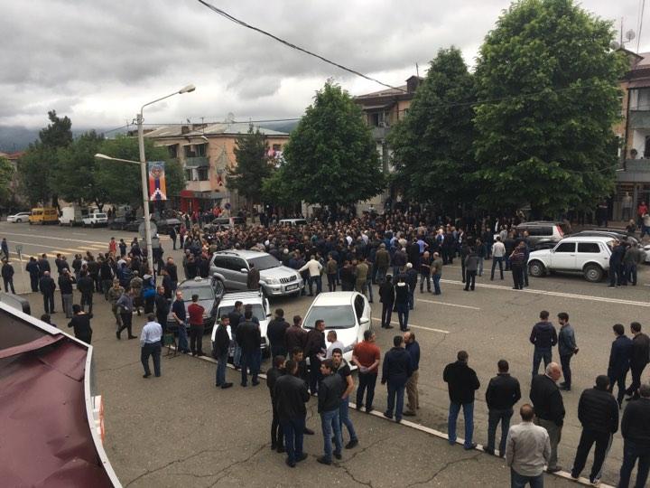 Photo of Ստեփանակերտում կենտրոնական փողոցը փակ է. պահանջում են ուժային կառույցների ղեկավարների հրաժարականը