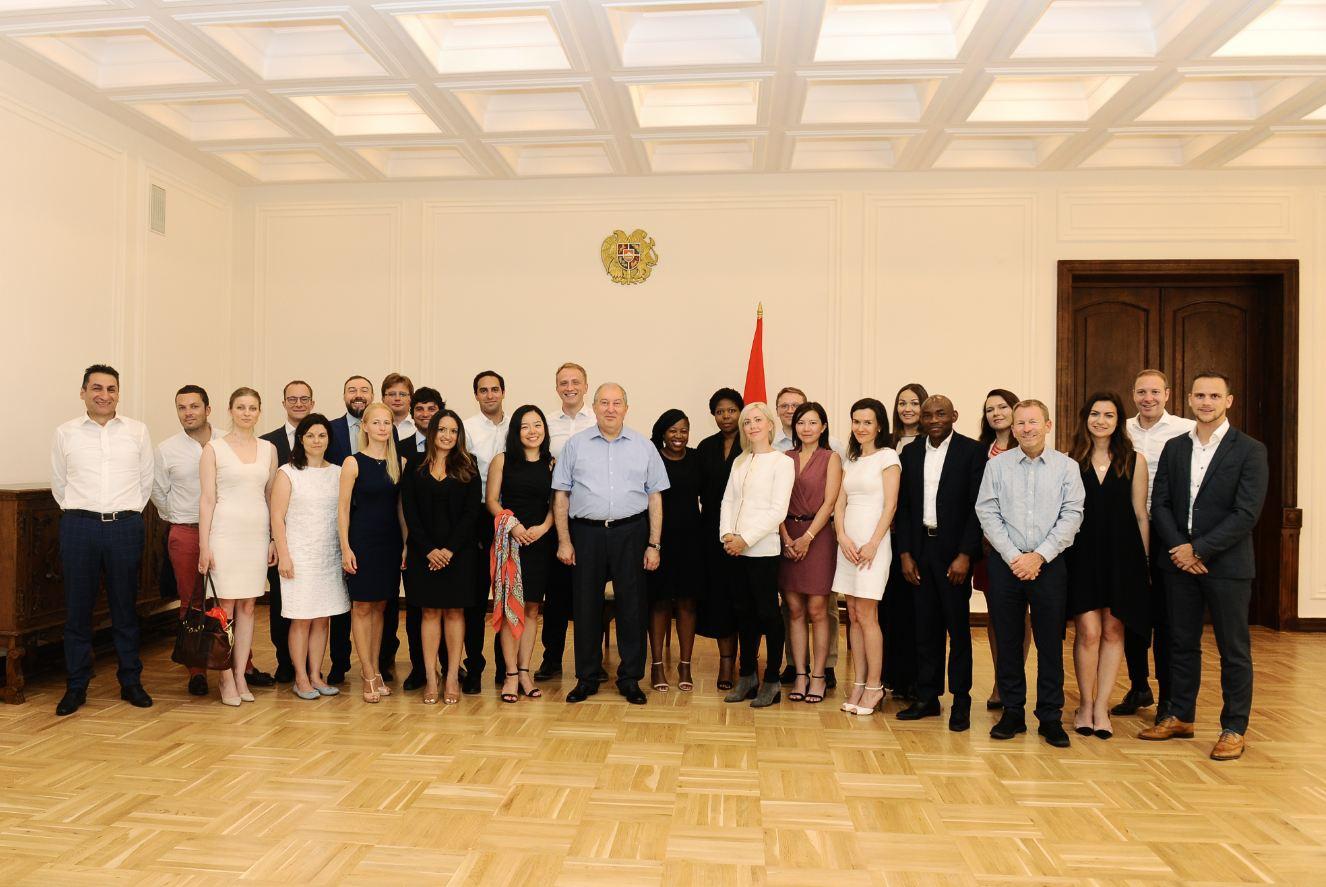 Photo of ՀՀ նախագահը ընդունել է Կոլումբիայի համալսարանի եւ Լոնդոնի բիզնես դպրոցների մագիստրոսական ծրագրի մասնակիցներին