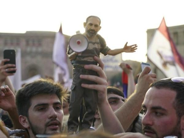Photo of «Նիկոլ՝ վարչապետ»․ «հեղափոխության» ինտելեկտուալ ինքնասպանությունը