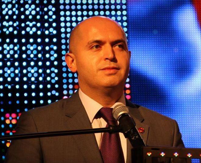 Photo of Много лет назад Армен Ашотян работал сапожником и за первую зарплату купил себе джинсы Pyramida. Aravot.am