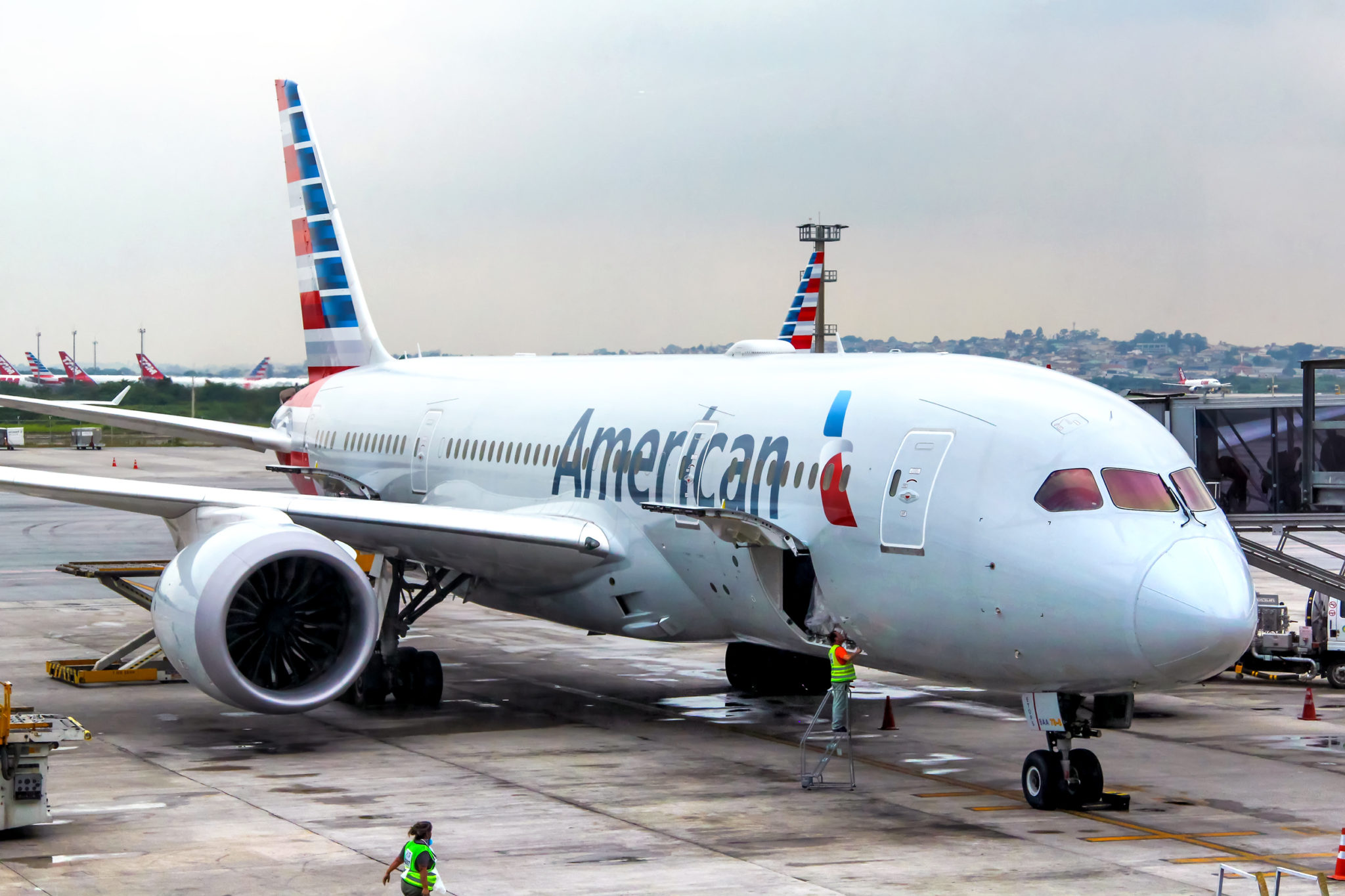 Photo of СМИ: на борту самолета American Airlines вспыхнул пожар