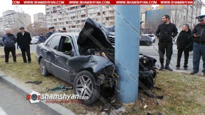 Photo of Խոշոր ավտովթար Երևանում. Եղվարդի խճուղում բախվել են BMW X5-ն ու Mercedes-ը. վերջինն էլ բախվել է երկաթե գովազդային վահանակի սյանը. կան վիրավորներ