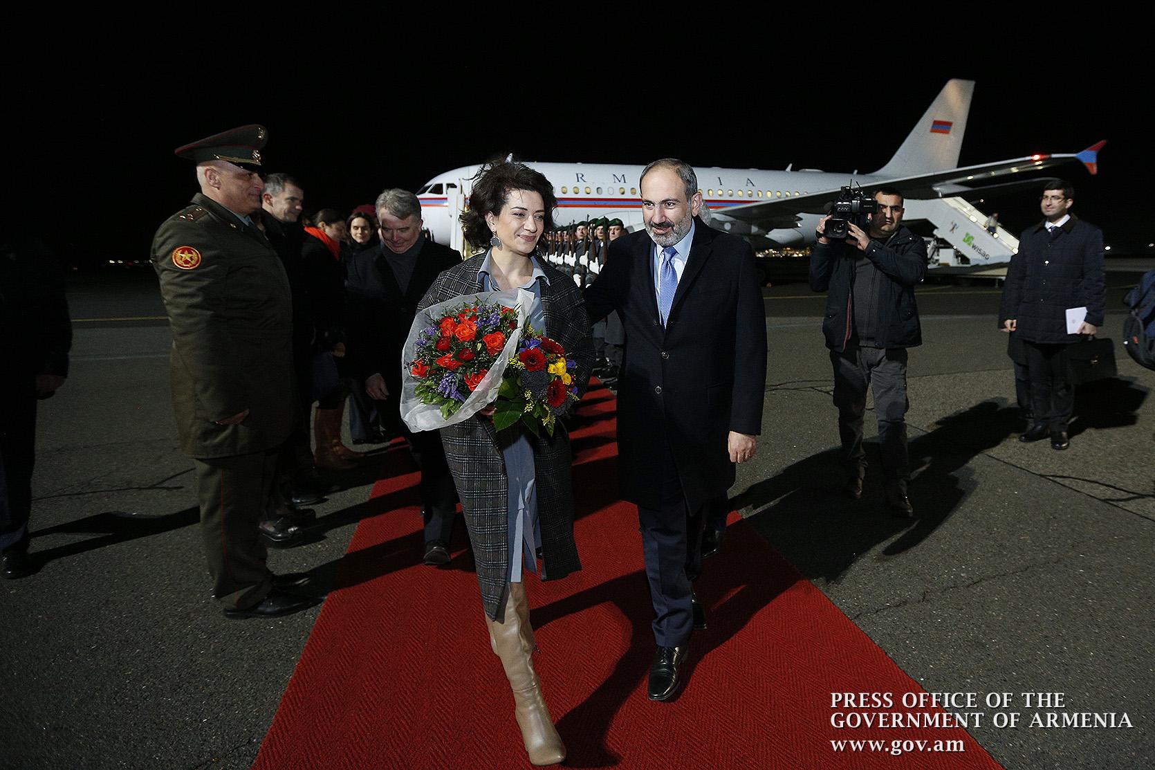 Photo of Վարչապետը տիկնոջ հետ Քյոլն քաղաքից ժամանել է Բեռլին