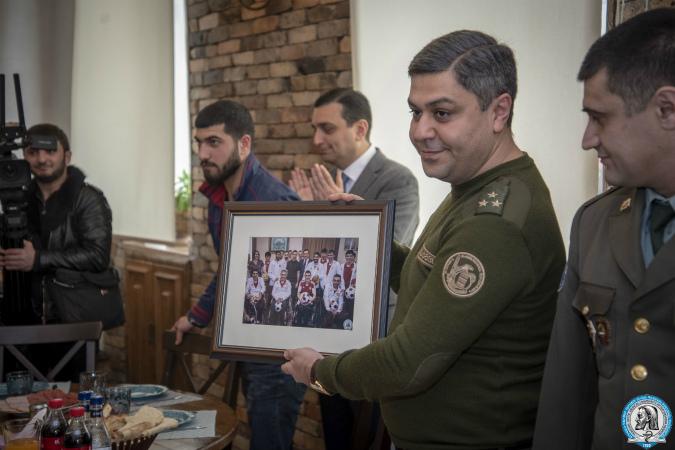 Photo of Արթուր Վանեցյանն ընդմիջման ժամն անցկացրեց Հայրենիքի պաշտպանի վերականգնողական կենտրոնում