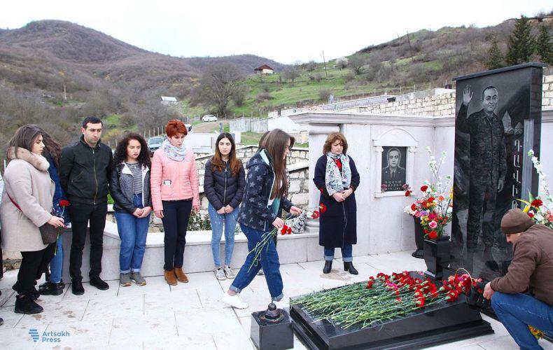 Photo of Արցախի երիտասարդները հարգանքի տուրք են մատուցել ապրիլյան քառօրյա պատերազմի զոհերի հիշատակին