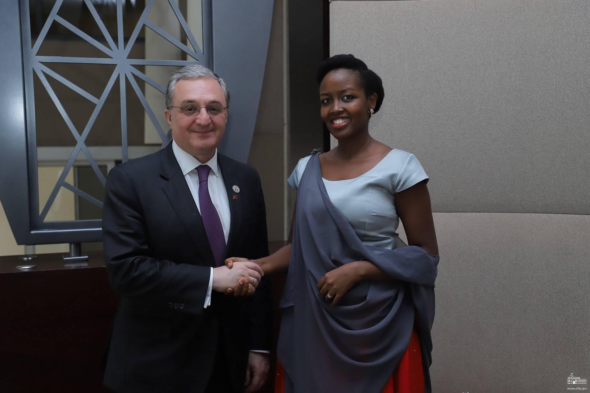 Photo of Հայաստանի ԱԳ նախարարը հանդիպել է Ռուանդայի ՏՀՏՆ նախարարի հետ