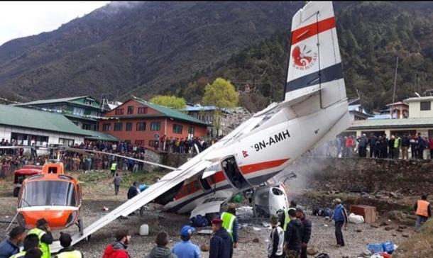 Photo of Самолет и вертолет столкнулись в Непале