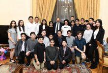 Photo of Նիկոլ Փաշինյանն ու Աննա Հակոբյանը իրենց տանը հյուրընկալել են Հայաստան այցելած ամերիկահայ աշակերտներին