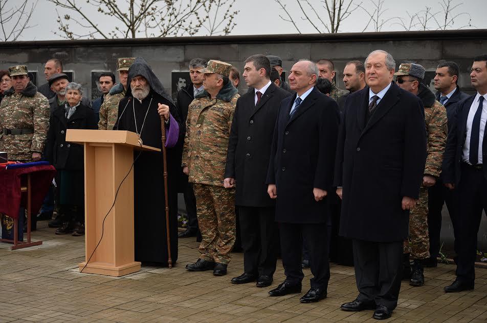 Photo of Հայաստանի և Արցախի նախագահները մասնակցել են Արցախյան գոյամարտում զոհված մաղավուզցիների հիշատակը հավերժացնող հուշարձանի բացմանը