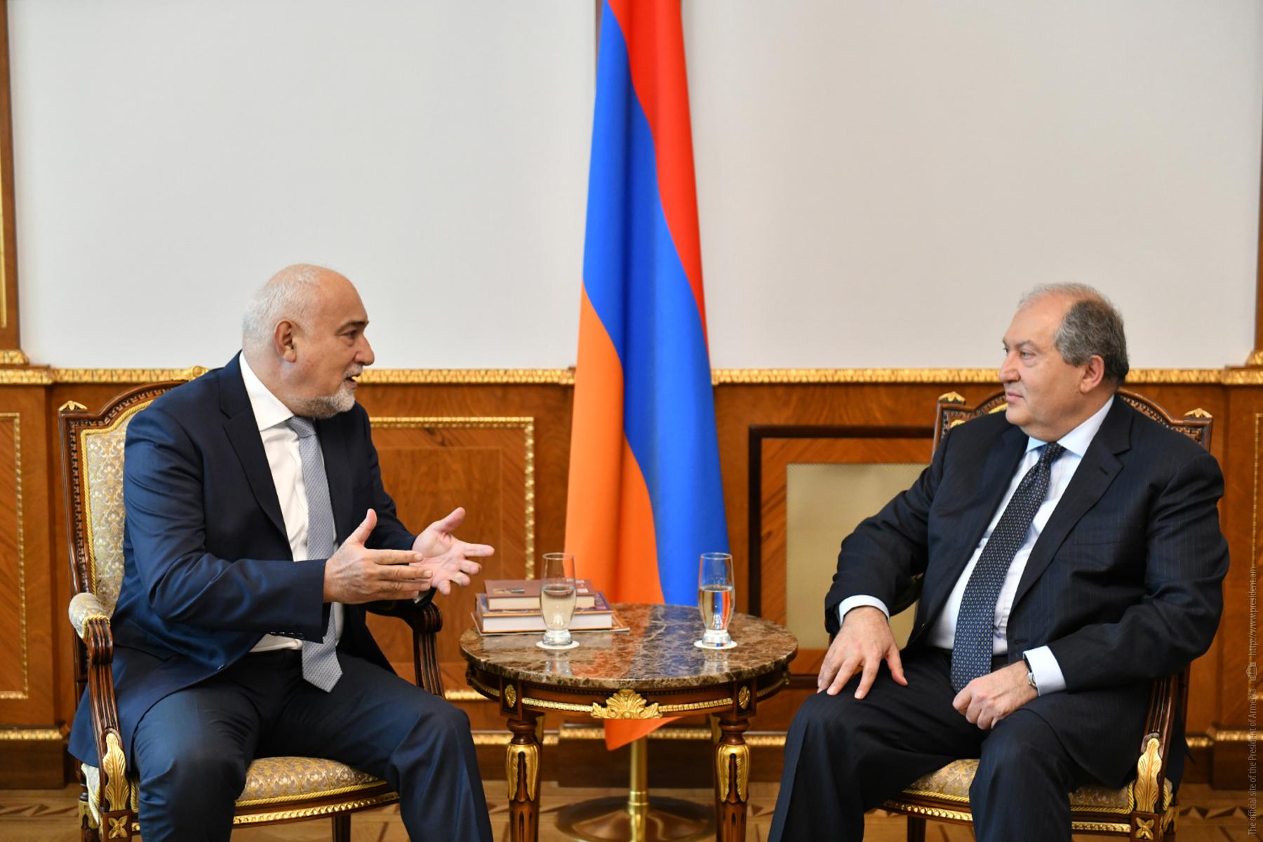 Photo of Նախագահ Արմեն Սարգսյանը հանդիպել է Ռումինիայի խորհրդարանի պատգամավոր Վարուժան Ոսկանյանի հետ