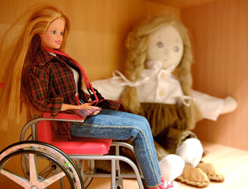 Photo of Кукла Барби с инвалидностью появится в США в июне
