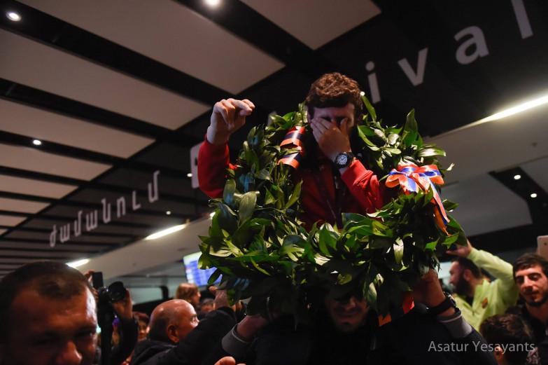 Photo of Արսեն Հարությունյանը չի կարողացել զսպել արցունքները Զվարթնոցում